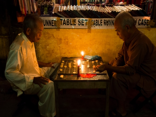 No Blackout Could Stop These 2 From Their Chess Fix