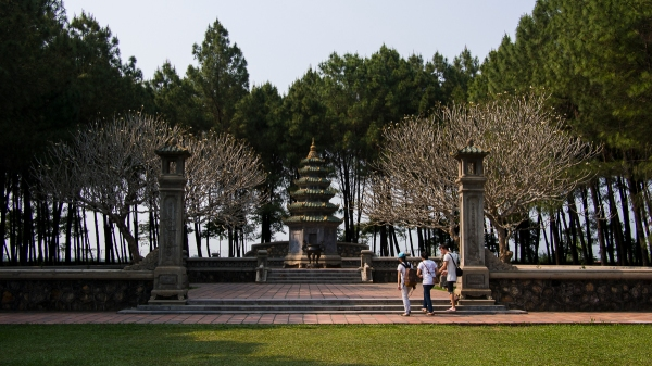 Strolling Around Thien Mu Pagoda